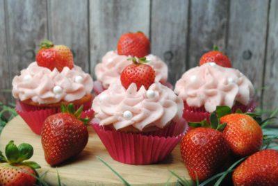 วิทีทำคัพเค้ก strawberry 2